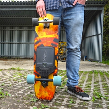 A Perfect Sidewalk Surfer: Spark Moonshine Board + CX Carver Truck