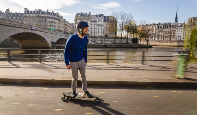 Sightseeing on an Electric Skateboard