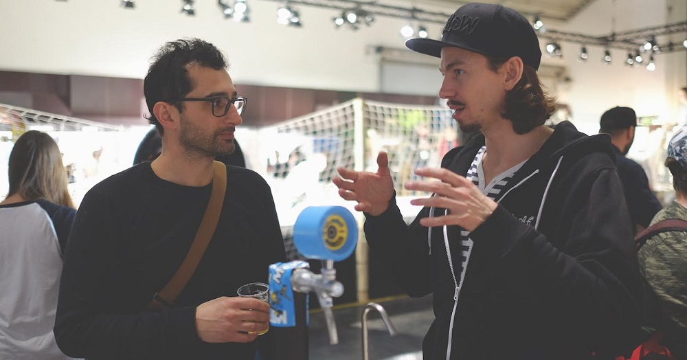 mellow-electric-skateboard-ISPO Kilian explains over a beer