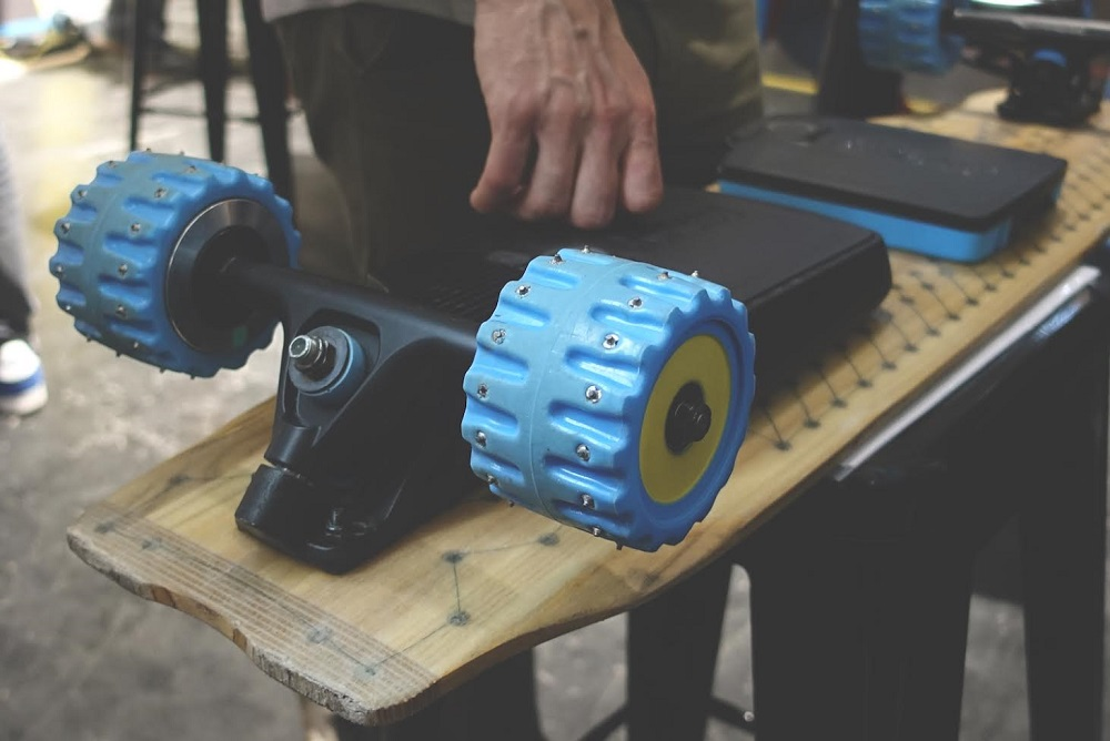 mellow-electric-skateboard-ISPO spike wheels